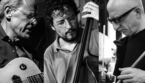 Riccardo Ruggieri alla batteria in trio con Sandro Gibellini alla chitarra e Alessandro Maiorino al contrabbasso