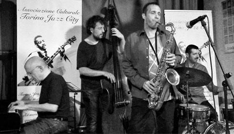 Riccardo Ruggieri al pianoforte con Carlo Atti al sax tenore, Alessandro Maiorino al contrabbasso e basso elettrico e Gregory Hutchinson alla batteria